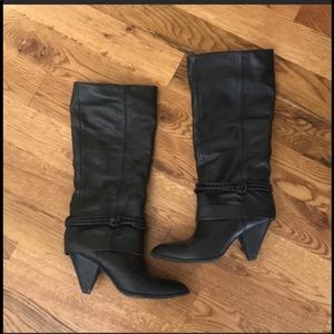 B Makowsky BFLauren Triangle Heel Leather Boots